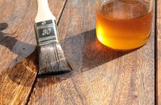 Linseed oil varnish
